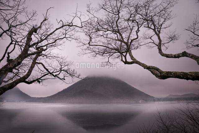 霞む榛名富士の写真素材 [FYI04287400]