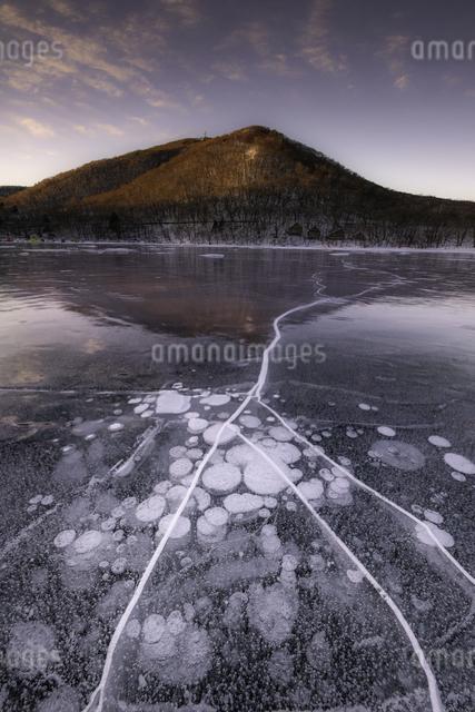 赤城山 アイスバブルの写真素材 [FYI04287404]