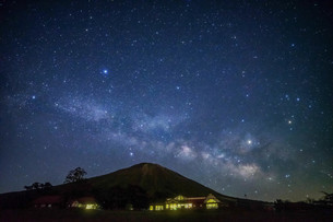 大山と天の川 日本 日本 鳥取県 日野郡の写真素材 [FYI04287441]