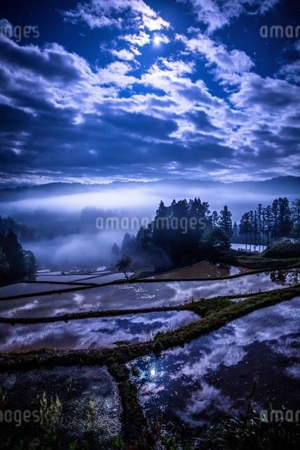 大月の棚田 日本 新潟県 上越市の写真素材 [FYI04287476]