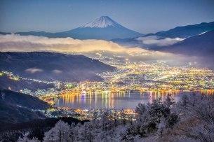 高ボッチ山からの眺め 夜明け前 日本 長野県 岡谷市の写真素材 [FYI04287515]