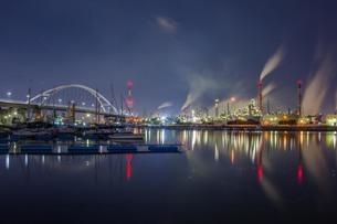 工場夜景 日本 大阪府 堺市の写真素材 [FYI04287520]