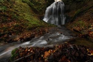 滝つぼ沢の滝 日本 青森県 十和田市の写真素材 [FYI04287718]