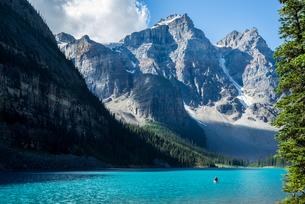 モレーン湖 カナダの写真素材 [FYI04287763]