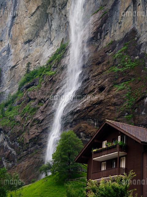 シュタウバッハの滝 スイスの写真素材 [FYI04287778]