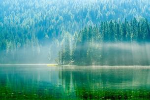 ミズリーナ湖 イタリアの写真素材 [FYI04287819]