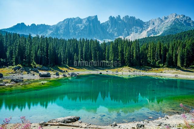 カレッツァ湖 イタリアの写真素材 [FYI04287829]