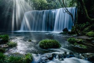 鍋ヶ滝 日本 熊本県 小国町の写真素材 [FYI04287865]