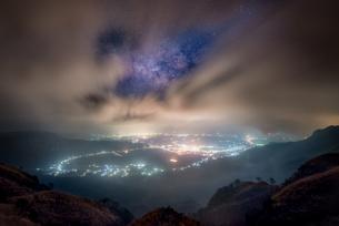 絶景駐車場 日本 熊本県 阿蘇市の写真素材 [FYI04287922]
