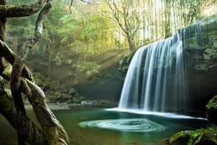 鍋ヶ滝 日本 熊本県 小国町の写真素材 [FYI04287923]