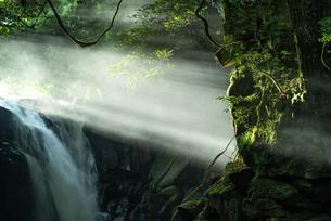 夫婦滝 日本 熊本県 南小国町の写真素材 [FYI04287971]