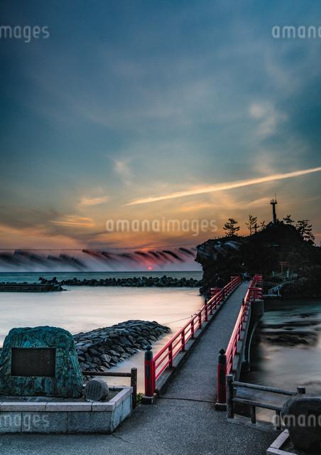 弁天岩  日本 新潟県 糸魚川市の写真素材 [FYI04288095]