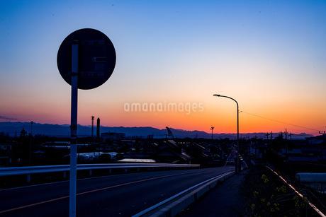 夕方の街並みの写真素材 [FYI04288233]
