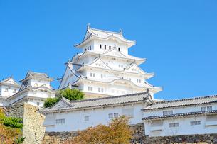 秋空の姫路城の写真素材 [FYI04288358]