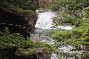 小さい滝の写真素材 [FYI04289752]