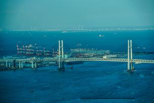横浜ランドマークタワーから見える横浜港の写真素材 [FYI04289985]
