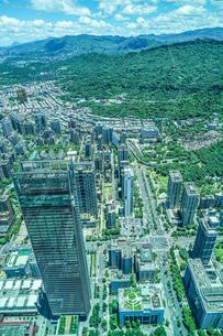 台北101から見える台北の街並みと青空の写真素材 [FYI04290009]