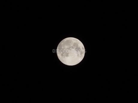 満月の写真素材 [FYI04290041]