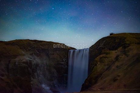 アイスランドのスコゥガフォスの滝の写真素材 [FYI04290045]