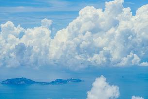 飛行機から見える雲と空の写真素材 [FYI04290052]