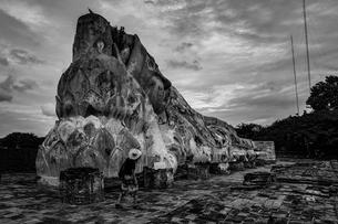 ワット・ロカヤスタ(寝仏の寺)の写真素材 [FYI04290056]