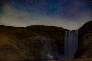 アイスランドのスコゥガフォスの滝の写真素材 [FYI04290066]