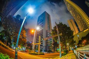 東京新宿の高層ビル群の夜景の写真素材 [FYI04290132]