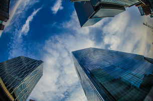 渋谷の高層ビルと空の写真素材 [FYI04290203]