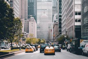 ニューヨーク・ミッドタウンの街並みの写真素材 [FYI04290625]