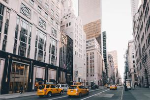 ニューヨーク・五番街の街並みの写真素材 [FYI04290645]
