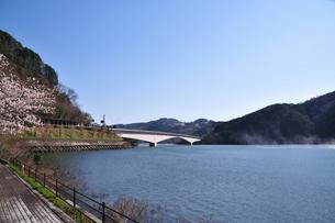 阿木川ダム湖の写真素材 [FYI04290733]