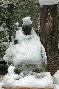 冬の高野山奥之院参道の写真素材 [FYI04290796]