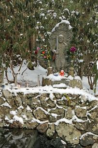 冬の高野山奥之院参道の写真素材 [FYI04290804]