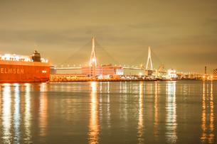 大黒ふ頭の港の夜景の写真素材 [FYI04291119]