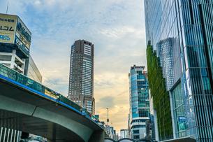 渋谷の高層ビルと空の写真素材 [FYI04291135]