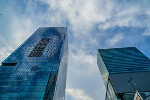 渋谷の高層ビルと空の写真素材 [FYI04291149]