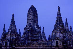 タイ アユタヤ 夜明けの遺跡の写真素材 [FYI04291181]