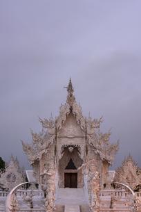 タイ チェンラーイ ワット・ローン・クン の写真素材 [FYI04291199]