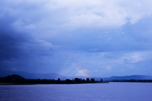 タイ チェーンセーン メコン川にかかる虹の写真素材 [FYI04291207]