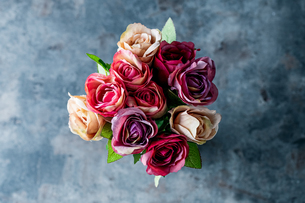 Artificial antique roses on stony background.の写真素材 [FYI04291337]