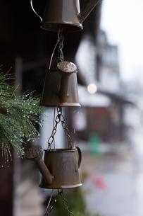 小雨降る早朝の倉敷美観地区の写真素材 [FYI04293289]