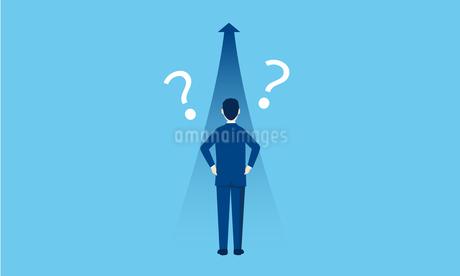 ビジネスパーソンの後ろ姿と矢印、クエスチョンマークのイラスト素材 [FYI04293649]