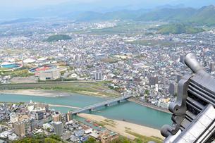 岐阜城から岐阜市街を眺めるの写真素材 [FYI04293668]