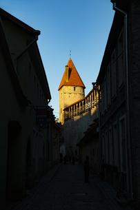 タリン旧市街(タリン歴史地区)城壁と塔  エストニアの写真素材 [FYI04293774]