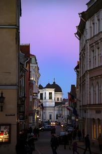 タリン旧市街(タリン歴史地区)夕景  エストニアの写真素材 [FYI04293776]
