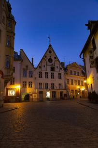 タリン旧市街(タリン歴史地区)夜景  エストニアの写真素材 [FYI04293782]