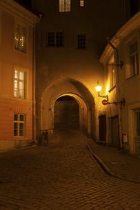 タリン旧市街(タリン歴史地区)夜景  エストニアの写真素材 [FYI04293798]