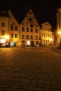 タリン旧市街(タリン歴史地区)夜景  エストニアの写真素材 [FYI04293802]