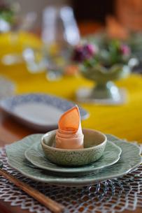 タイ料理のテーブルセッティングの写真素材 [FYI04293891]