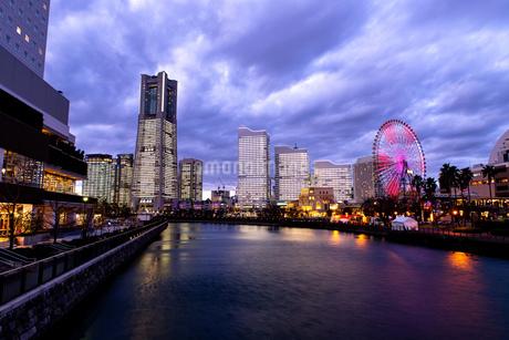 横浜市 みなとみらいの夜景 全館点灯の写真素材 [FYI04294462]